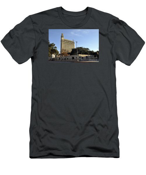 San Antonio Building Men's T-Shirt (Athletic Fit)