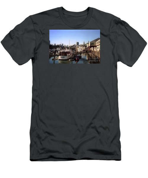 San Francisco Pier And Boats Men's T-Shirt (Athletic Fit)