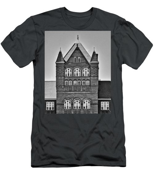 Science Hall Bw - Uw Madison - Wisconsin Men's T-Shirt (Athletic Fit)