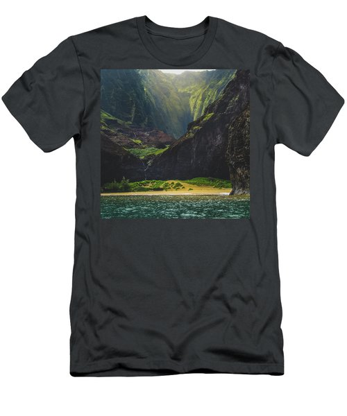 Secluded Kalalau Beach Men's T-Shirt (Athletic Fit)