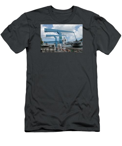 Simpson Bay Bridge St Maarten Men's T-Shirt (Slim Fit)