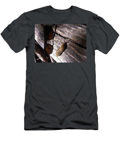 Slug Is Chillin Men's T-Shirt (Slim Fit)