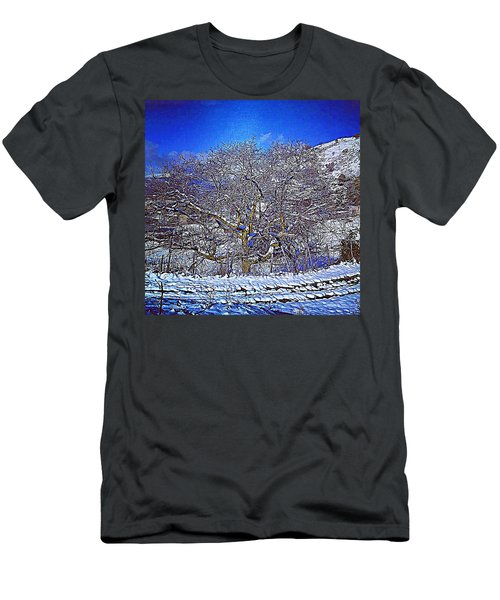 Snowy Men's T-Shirt (Athletic Fit)