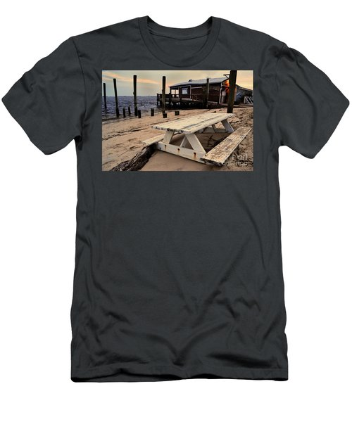 Southport Picnic Table Men's T-Shirt (Athletic Fit)