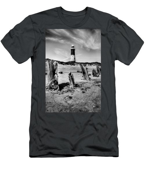 Spurn Point Lighthouse And Groynes Men's T-Shirt (Athletic Fit)