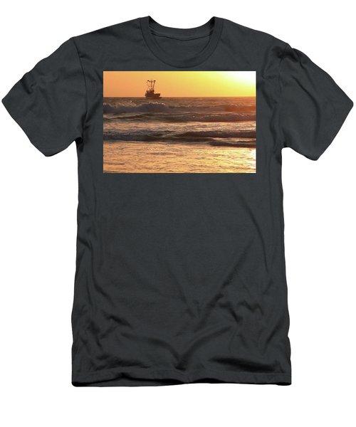 Squid Boat Golden Sunset Men's T-Shirt (Athletic Fit)
