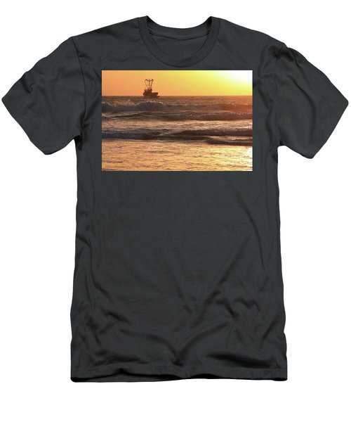 Squid Boat Golden Sunset Men's T-Shirt (Athletic Fit)