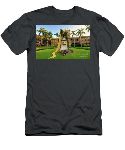 Statue Of, King Kamehameha The Great Men's T-Shirt (Athletic Fit)