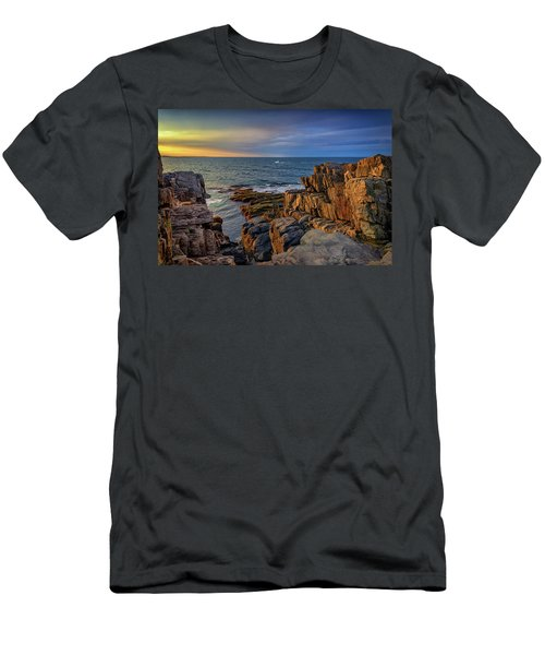 Men's T-Shirt (Athletic Fit) featuring the photograph Steaming Past The Giant's Stairs by Rick Berk