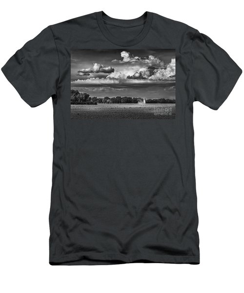 Storm A Coming-bw Men's T-Shirt (Athletic Fit)