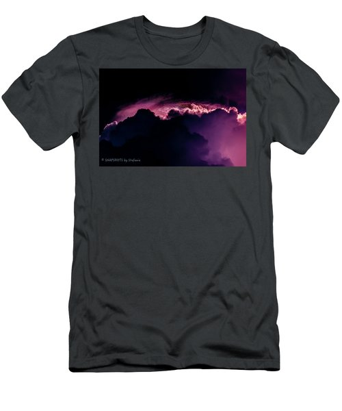 Storms Acomin' Men's T-Shirt (Athletic Fit)