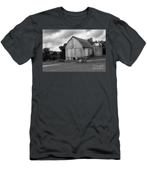 Stormy Barn Men's T-Shirt (Athletic Fit)