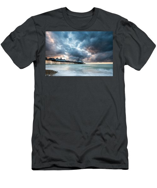 Stormy Sunrise Over Eastbourne Pier Men's T-Shirt (Athletic Fit)
