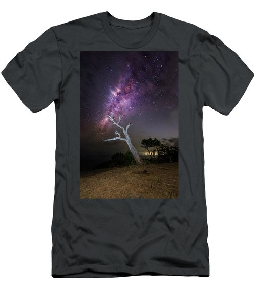 Striking Milkyway Over A Lone Tree Men's T-Shirt (Athletic Fit)