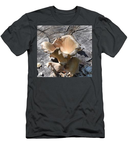 Stump Mushroom I Men's T-Shirt (Athletic Fit)