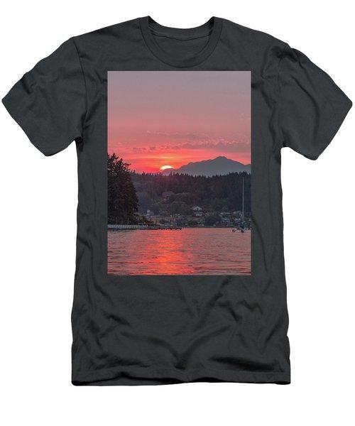 Summer Sunset Over Yukon Harbor.4 Men's T-Shirt (Athletic Fit)