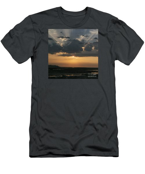 Sunrise Over The Isle Of Wight Men's T-Shirt (Athletic Fit)