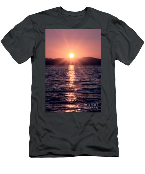 Sunset Lake Verticle Men's T-Shirt (Athletic Fit)