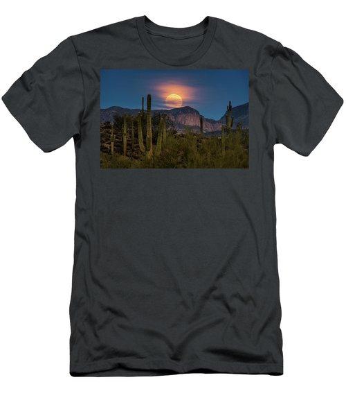 Super Moon 2018 - Wolf Moon  Men's T-Shirt (Athletic Fit)