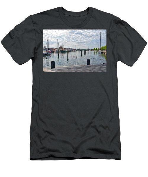 Svendborg Harbour Men's T-Shirt (Athletic Fit)
