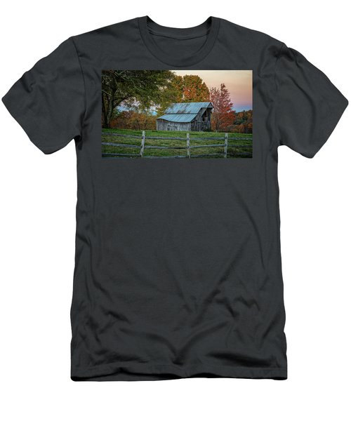 Tennessee Barn Men's T-Shirt (Athletic Fit)