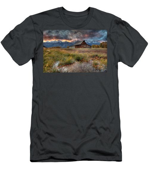 Teton Nightfire At The Ta Moulton Barn Men's T-Shirt (Athletic Fit)