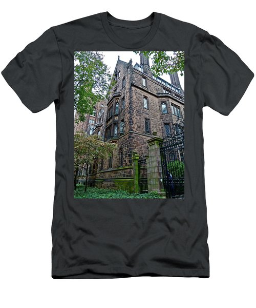 The Gates Of Yale Men's T-Shirt (Athletic Fit)