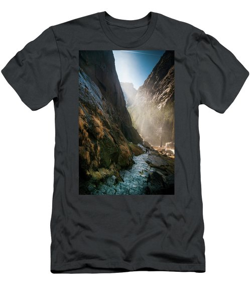 The Mist Trail Men's T-Shirt (Athletic Fit)
