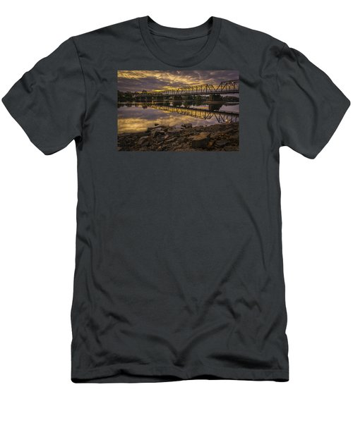 Underwater Bridge Men's T-Shirt (Athletic Fit)