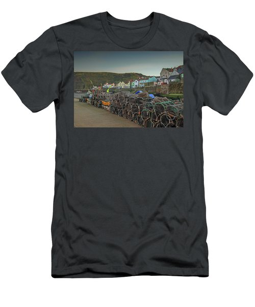The Quay At Staithes Men's T-Shirt (Athletic Fit)