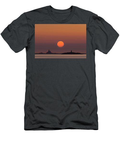 The Skerries Lighthouse  Men's T-Shirt (Athletic Fit)