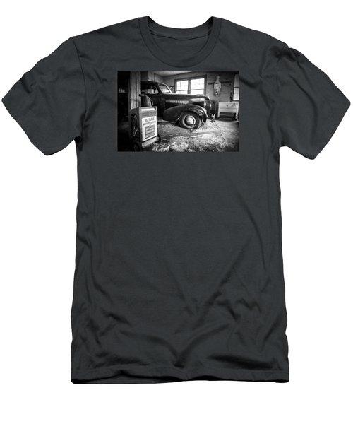 Old Car - Blue Ridge Mountains Men's T-Shirt (Athletic Fit)