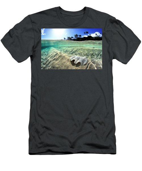 Tongan Clam Shell. Men's T-Shirt (Athletic Fit)