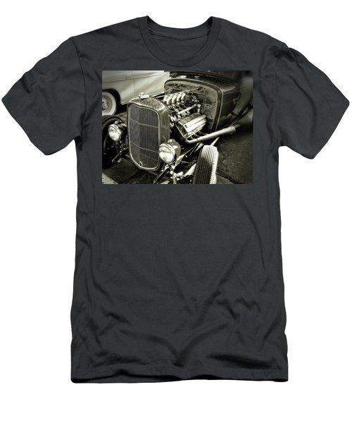 Traditional Hemi Bw Men's T-Shirt (Athletic Fit)