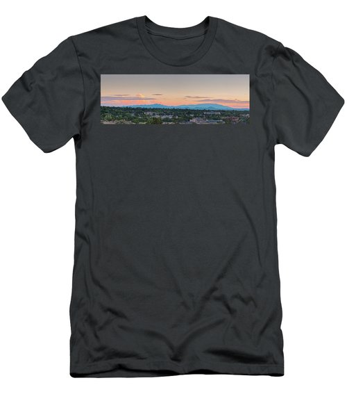 Twilight Panorama Of Santa Fe Cityscape With Sandia Mountains In The Background - New Mexico  Men's T-Shirt (Athletic Fit)