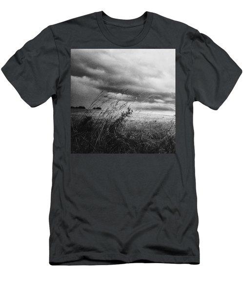 Und Unter Den Wolken Wächst Das Men's T-Shirt (Athletic Fit)