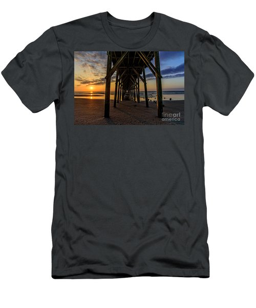 Under The Pier1 Men's T-Shirt (Athletic Fit)