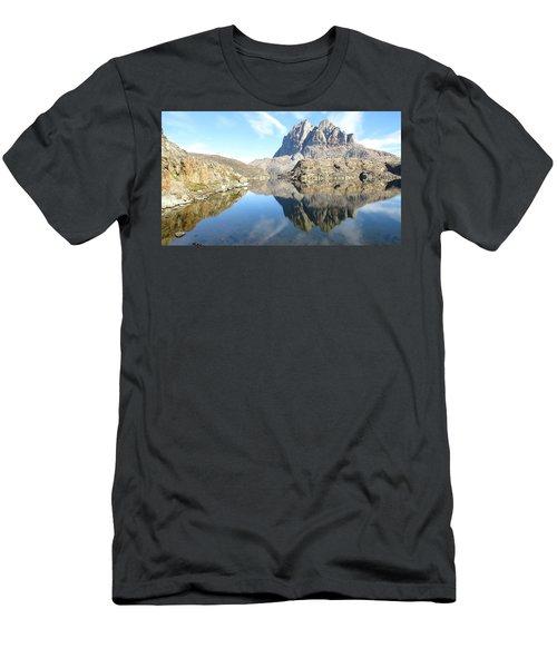 Uumm Lake Men's T-Shirt (Athletic Fit)