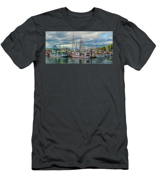 Victoria Harbor Boats Men's T-Shirt (Athletic Fit)