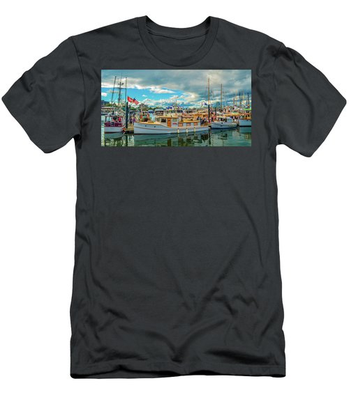 Victoria Harbor Old Boats Men's T-Shirt (Athletic Fit)