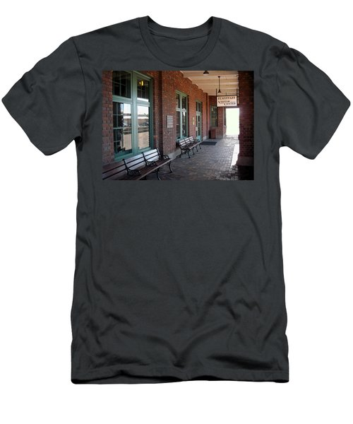Visitors Center Train Station Men's T-Shirt (Athletic Fit)
