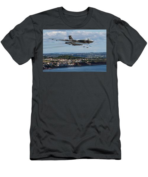 Vulcan Bomber Xh558 Dawlish 2015 Men's T-Shirt (Slim Fit) by Ken Brannen