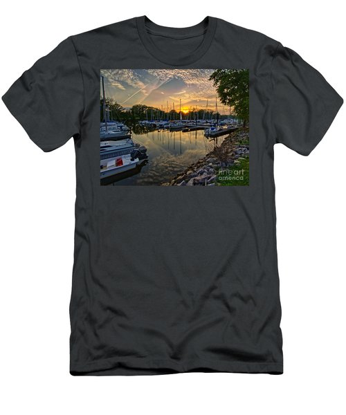 Washington Sailing Marina Men's T-Shirt (Athletic Fit)