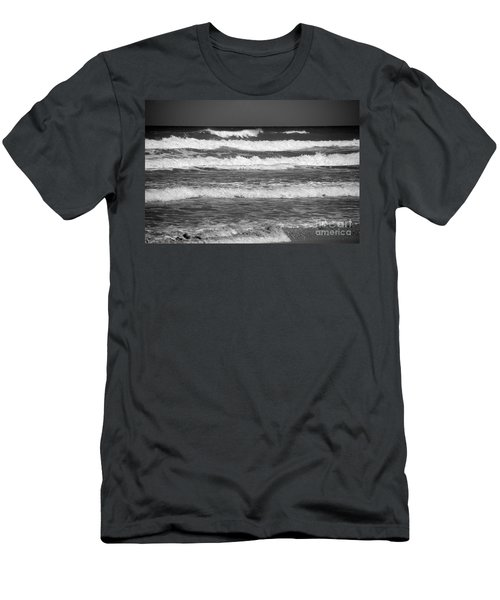 Waves 3 In Bw Men's T-Shirt (Athletic Fit)