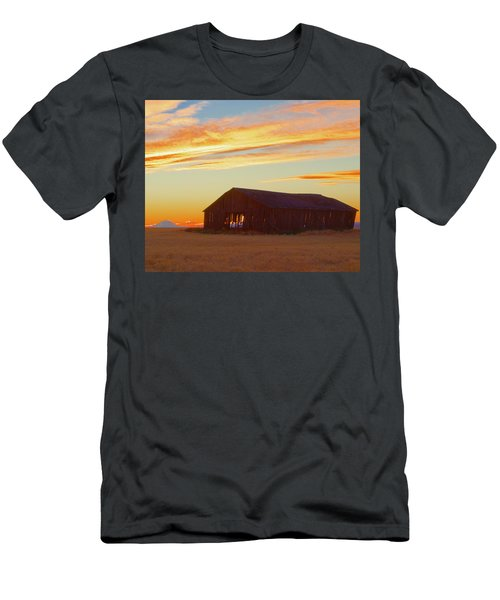 Weathered Barn Sunset Men's T-Shirt (Athletic Fit)