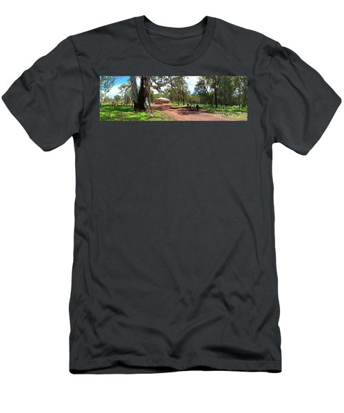 Wilpena Pound Homestead Men's T-Shirt (Slim Fit) by Bill Robinson