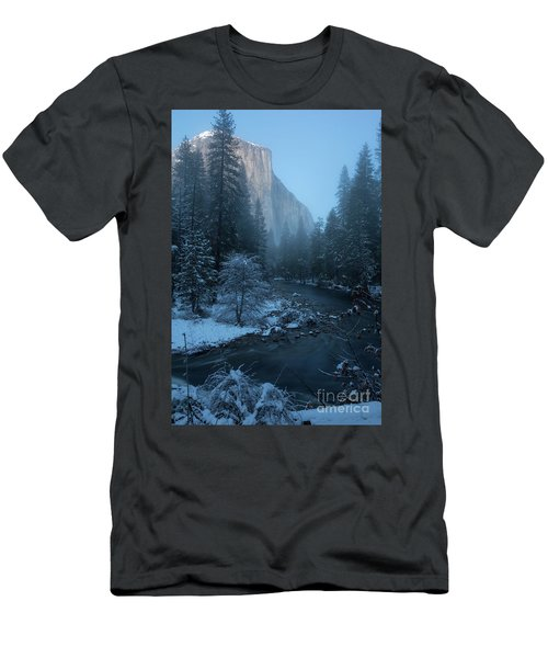 Winter El Cap  Men's T-Shirt (Athletic Fit)