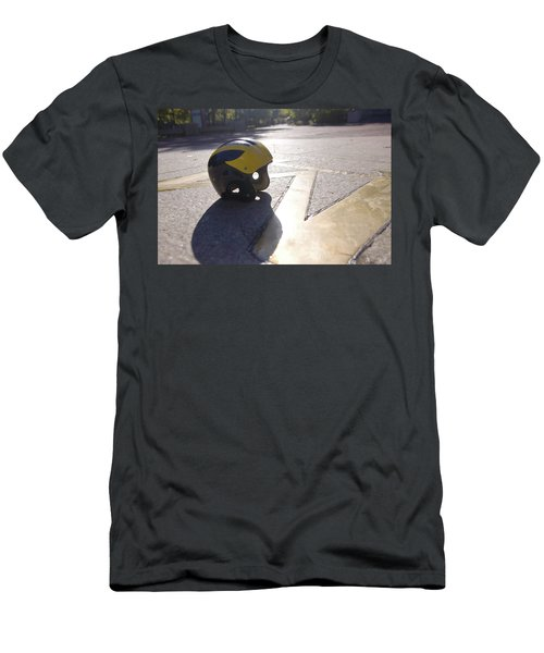 Wolverine Helmet On The Diag Men's T-Shirt (Athletic Fit)