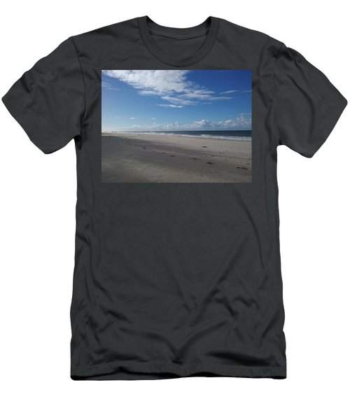 Woorim Beach Men's T-Shirt (Athletic Fit)