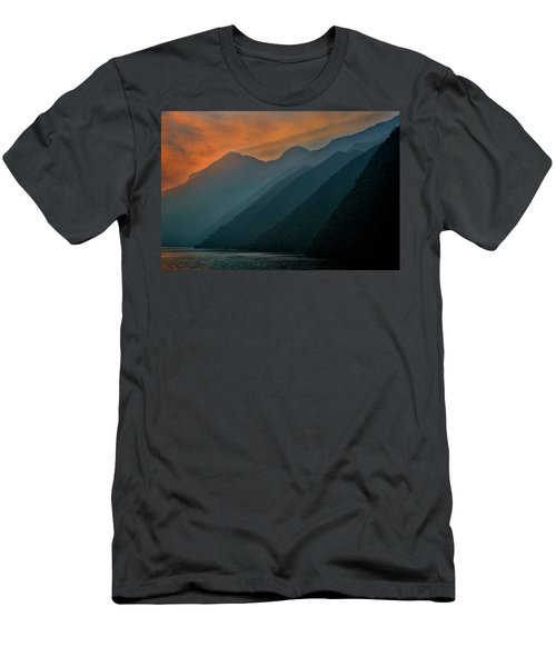 Wu Gorge Sunrise Men's T-Shirt (Athletic Fit)